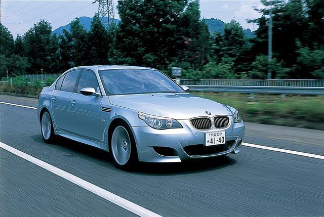 画像: E60型M5。V10エンジンを搭載したハイテクマシン。0→100km/h加速性能は4.7秒。