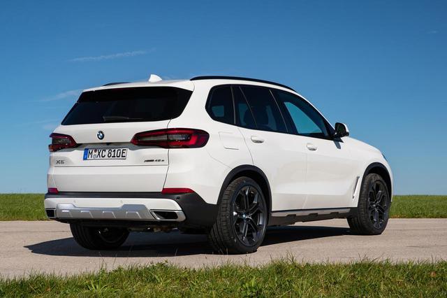画像: 新型BMW X5で初のプラグインハイブリッドモデル、「X5 xDrive45e」が追加された。