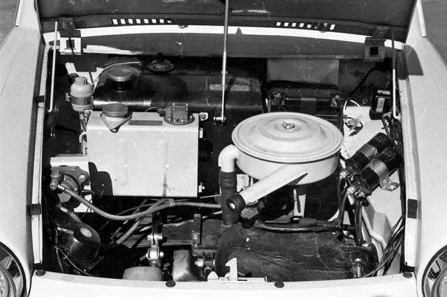 画像: 空冷2サイクルの直2エンジンは21psと5.2kgmを発生した。