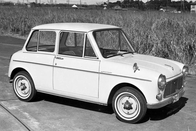 画像: 他の軽自動車ではヒンジ式や嵌め殺しだったリアサイドウインドーを巻き上げ式にしたのも評価された。