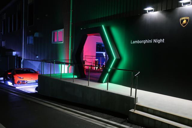 画像: ランボルギーニ・ナイト会場の入口にはウラカン EVO クーペが展示されていた。