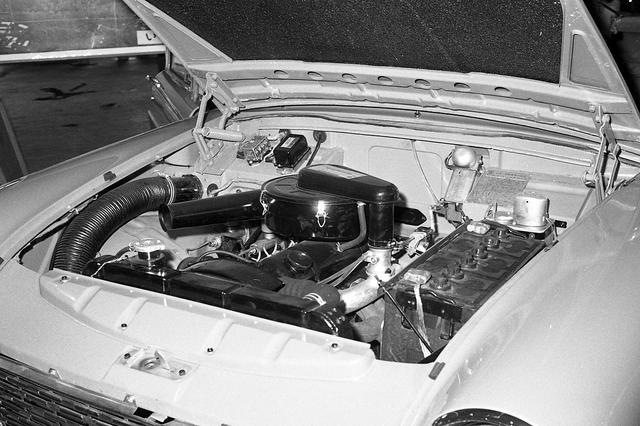 画像: 写真はガソリンエンジンだが、販売の中心はディーゼルエンジン搭載車だった。
