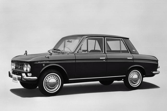 画像: 1965年5月のマイナーチェンジで、グリルなど細部を変更。1.6Lエンジン(90ps)を搭載した写真の1600SSSを追加設定。
