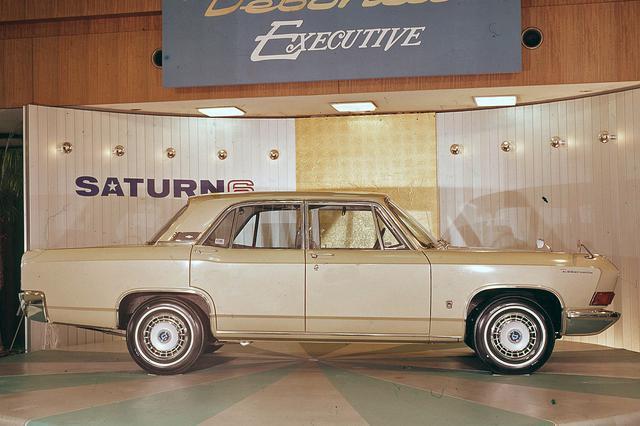 画像: それまでの日本車にはなかったスタイル。リアのオーバーハングもかなり長かった。