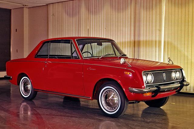 画像: 1965年4月、日本で初めてのセンターピラーレス2ドアハードトップが追加設定された。