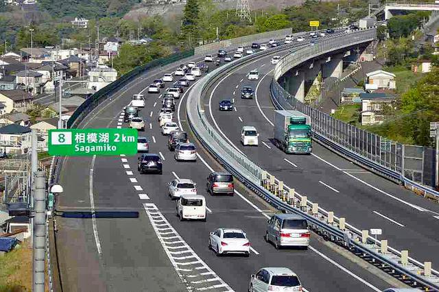 画像: 渋滞にハマってもイライラせずに、くれぐれもセーフティドライブを!