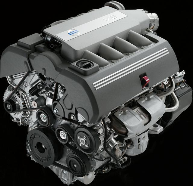 画像: XC90用に開発された4.4LV8エンジン。横置きマウントに合わせ、極めてコンパクトな設計。