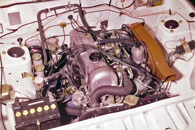 画像: 1.4Lとなって、エンジンはA型からL型へ。SUツインキャブ装着で95ps/12.2kgmを発生。