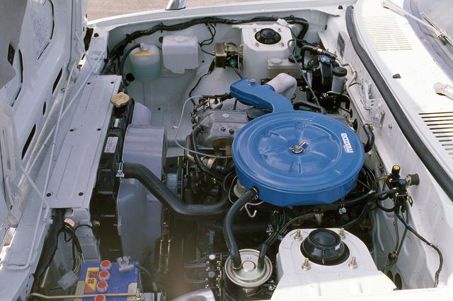 画像: ロータリーエンジンも設定されたが、写真はコスモAPに搭載されたものをベースにした2Lの直4 SOHC。