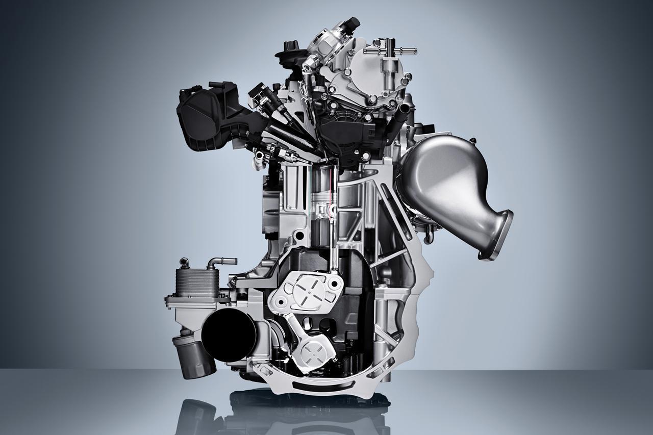 画像: 日産のVCターボエンジンの内部。クランクピンにシーソー状に動くパーツを装着し、片側をコントロールシャフトに片側をコンロッドにつなぎ制御する。これがロングストローク化にも活きる。