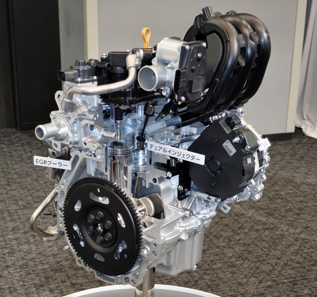 画像: 新型ハスラーの発表会に展示されていたR06D型エンジンのカットモデル。