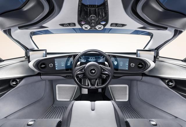 画像: 中央にドライバーズシートがあるユニークな3シーター。