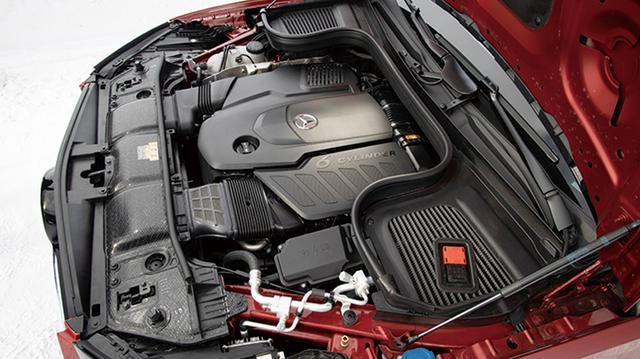 画像: 400d搭載の3L直6ディーゼルターボエンジンは、330ps/700Nmという強力なスペックの持ち主だ。