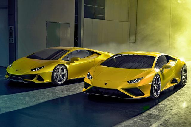 画像: 左がウラカン EVO 4WD、右がRWD。フロントのエアインテーク形状がかなり異なる。