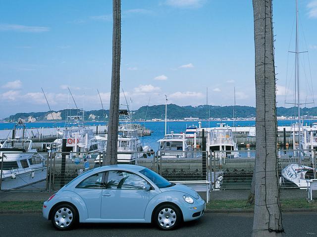 画像: ニュービートルEZ(イージー)。全車、カラーバリエーションも変更された。ボディカラーはアクエリアスブルー。