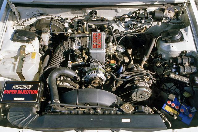 画像: 「RE-SUPER INJECTION」のロゴが誇らしげな12A型ロータリーエンジンは130ps/16.5kgmを発生。