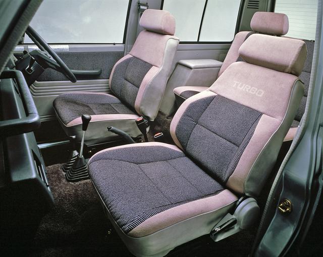 画像: ディーゼルターボの運転席にはサスペンションシートも採用されていた。