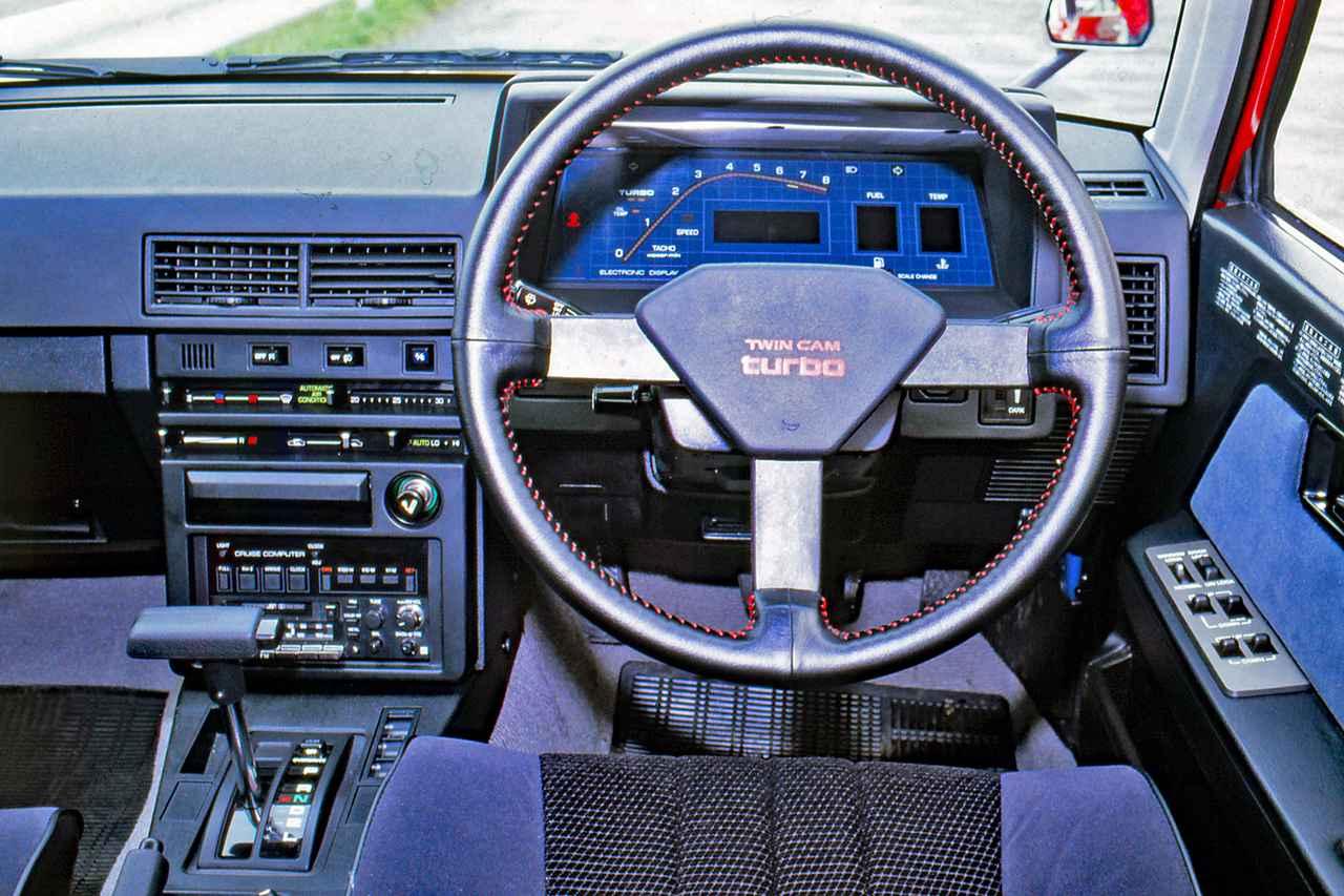 画像: 当時流行していたデジタルメーターはオプション。ミッションはATも設定されていた。