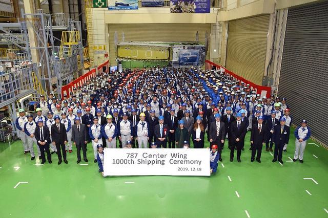 画像: 2018年12月18日に愛知県の半田工場で行われた完成記念式典の記念写真。