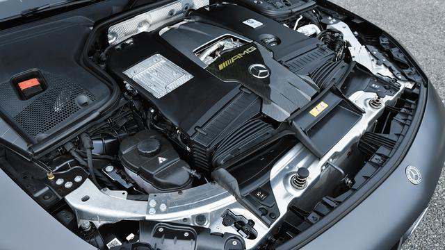画像: AMGダイナミックエンジンマウントを採用。鍛造アルミニウム製ピストンなどで高性能化。