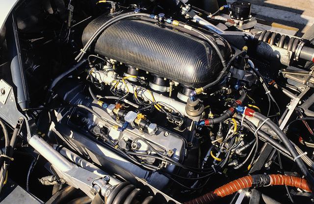 画像: エンジンはC8と同様、5L V8ツインターボを搭載。