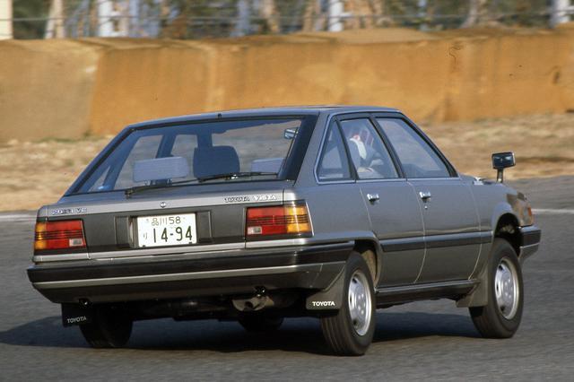 画像: セダンでもワゴンでもない、独特の5ドアハッチバックのスタイルは今までの国産車にはなかった。