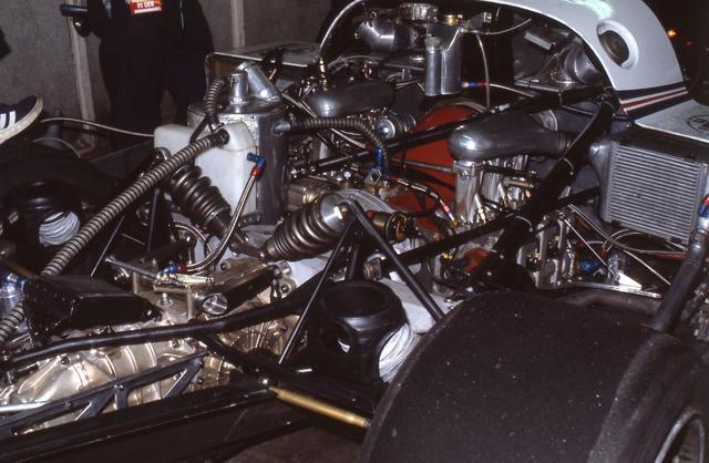 画像: 燃費とパワーの両立を命題に、ポルシェが選んだのは2.7L水平対向6気筒ツインターボだった。