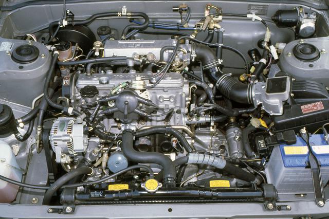 画像: 1982年8月にビスタ5ドアハッチバックとともに追加された2Lの2S-ELU型エンジン。