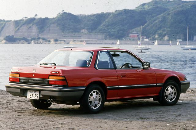 画像: コンベンショナルな2ドアクーペスタイルはデートカーとしても人気を呼んだ。