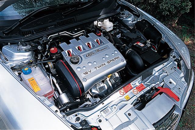 画像: エンジンは2Lツインスパーク。回すほどに快感を覚えるアルファらしいユニット。