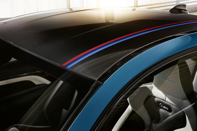 画像: 3色のストライプが織り込まれた専用Mストライプ入りカーボンルーフ。