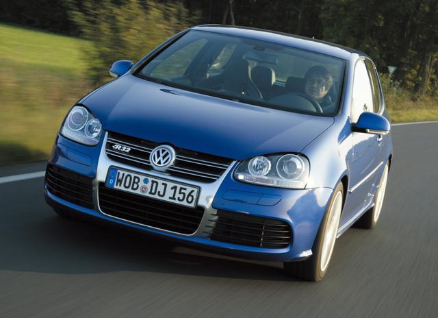 画像: ゴルフR32。V6エンジンを搭載したスペシャルモデル。4WDであることも特徴。
