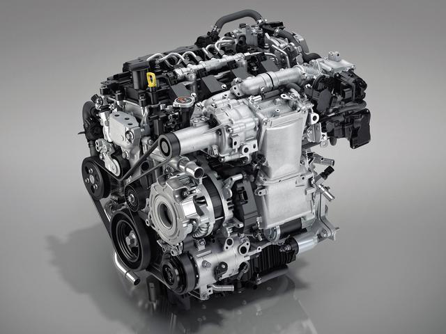 画像: SKYACYIV-X エンジン単体。