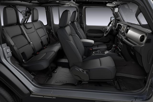 画像: ブラック内装のシートなどは、ベース車と基本的に変わらない。