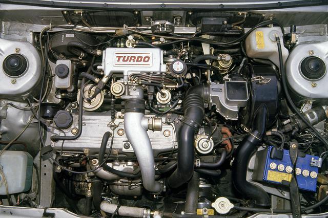 画像: ターボ化に伴い、エンジンはシリンダーブロック/ヘッド/クランクシャフトなど広範囲に変更された。