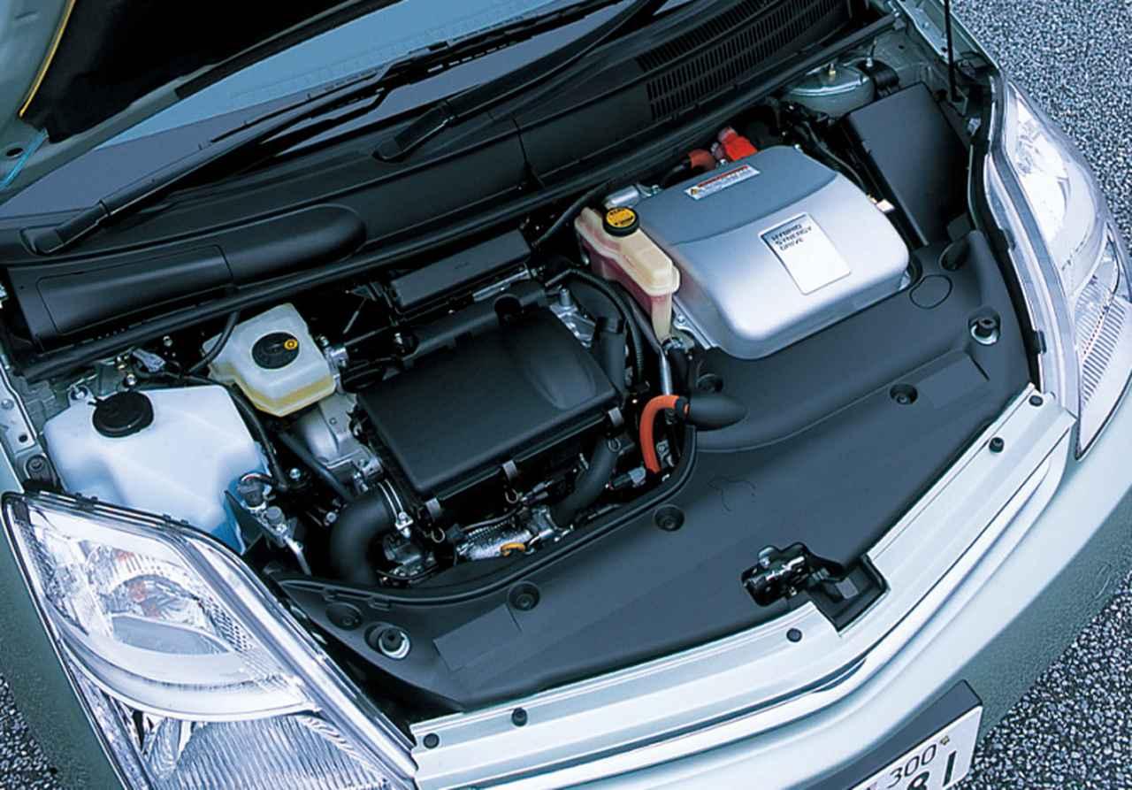 画像: 2005年にマイナーチェンジを受けた2代目プリウス。77ps/115Nmの1.5Lエンジンと68ps/400Nmのモーターを組み合わせ、ハイブリッドシステム全体では111ps/478Nmを発揮。Sグレードは10・15モード燃費35.5km/L をマークした。