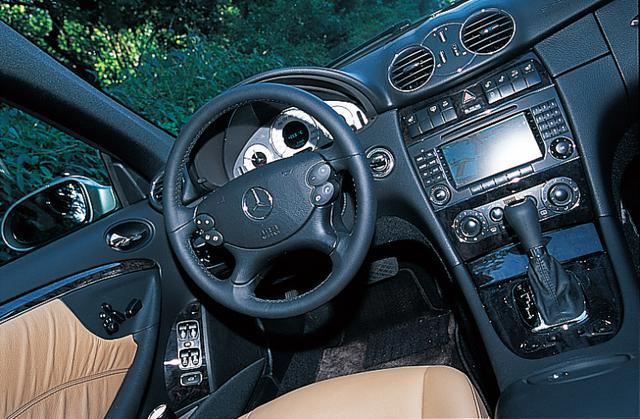 画像: 2005年、マイナーチェンジを受けたメルセデス・ベンツCLK。すべてのモデルが内装の充実しているアバンギャルド仕様になった。