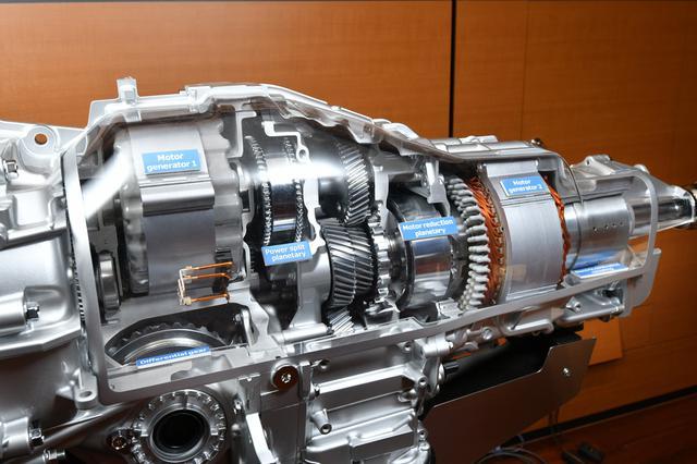 画像: クロストレック(日本名XV)のPHVに採用された2モーター式ハイブリッドシステム(TH2A)。トヨタTHSを縦置きにアレンジして開発されている。新たに投入されるストロングハイブリッドはこのシステムがベースとなるはず。