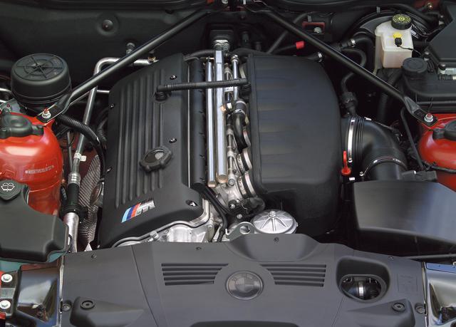 画像: Z4 Mロードスターに搭載されるエンジンは3代目M3(E46)と同じ3.2L直6DOHCで、最高出力は343ps/7900rpm、最大トルクは365Nm37.2kgm/4900rpmとなる。これにより0→100km/h加速は5.0秒、最高速度は250km/h(リミッター)の性能を誇った。