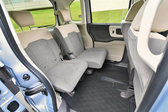 画像: Nボックスは助手席が570mm、後席が190mmスライドできる。また後席にはチップアップ&ダイブダウン機構を搭載する。
