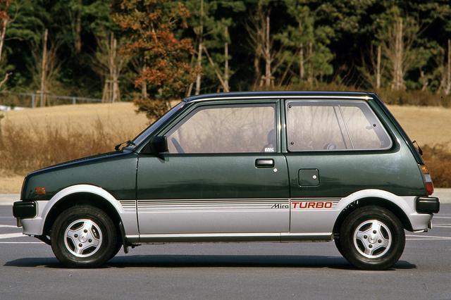 画像: ミラターボは税制上有利になる4ナンバー(商用車)登録だった。画像は83年登場の初代ミラターボ(L55V)