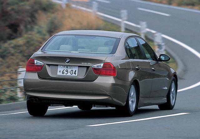 画像: 2005年10月12日に日本で予約が開始され、11月に納車が始まった323i。直列6気筒エンジン搭載モデルとしてはZ4 2.2iに次いでBMWラインナップの中で廉価となる。