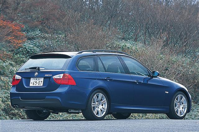 画像: 2005年秋に追加設定された325iツーリング。試乗車はM-Sportパッケージ仕様車。車高はノーマルより15mm低くなり1435mmとなる。