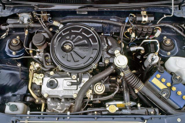 画像: 3気筒のSOHCながら吸気2/排気1の3バルブを採用したユニークなエンジン。