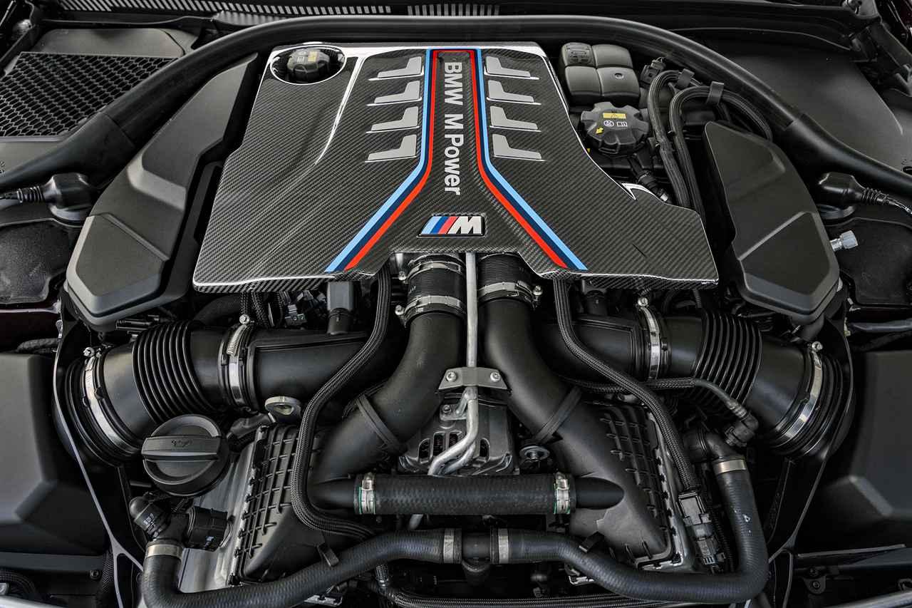 画像: 600psと750Nmを発生する4.4LのV8ツインターボエンジン。