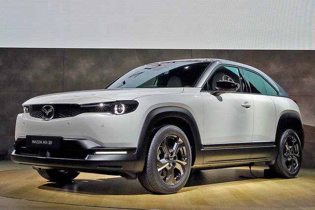 画像: 2019年の東京モーターショーで発表された、マツダ初の量産EVが「MX-30」だ。