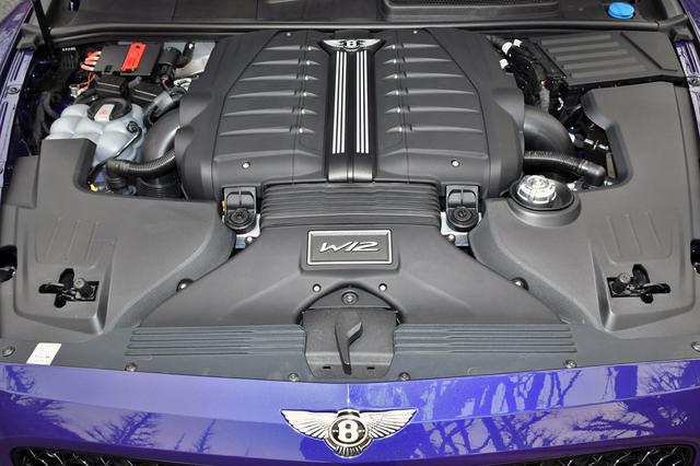 画像: VWグループ独自のW12ツインターボと8速DCTを組み合わせ、フルタイムで4輪を駆動する。