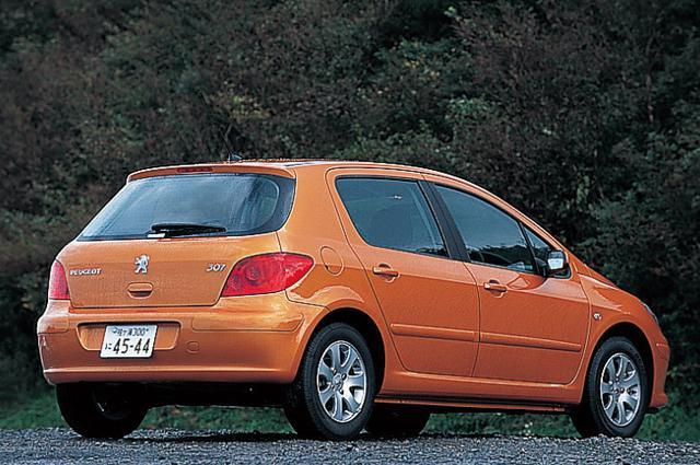 画像: 2005年10月のマイナーチェンジで登場したプジョー307フェリーヌ。試乗車は、307フェリーヌに新しくに追加されたボディカラー「サラマンカ・オレンジ」だった。