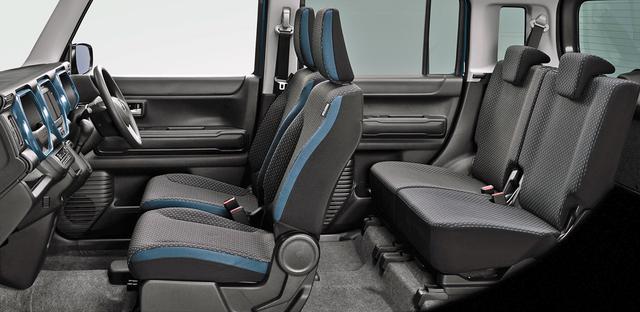 画像: ハイブリッドXGのシート。ボディカラーに対応したアクセントカラーが入る。