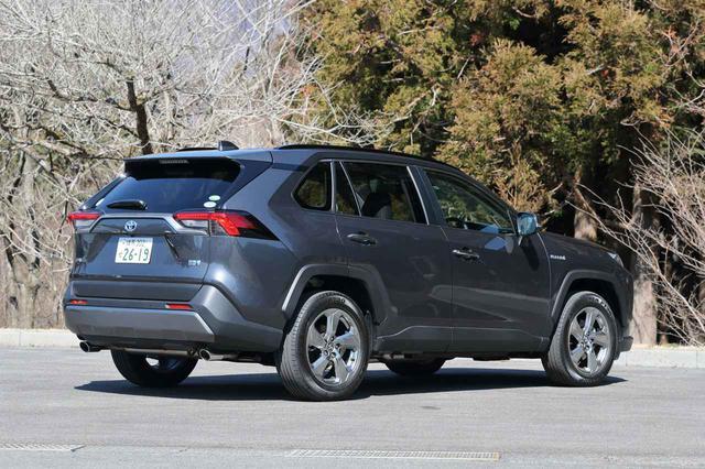 画像: トヨタ RAV4 ハイブリッドG。税制面や低燃費によるランニングコスト面での有利さを持つ。